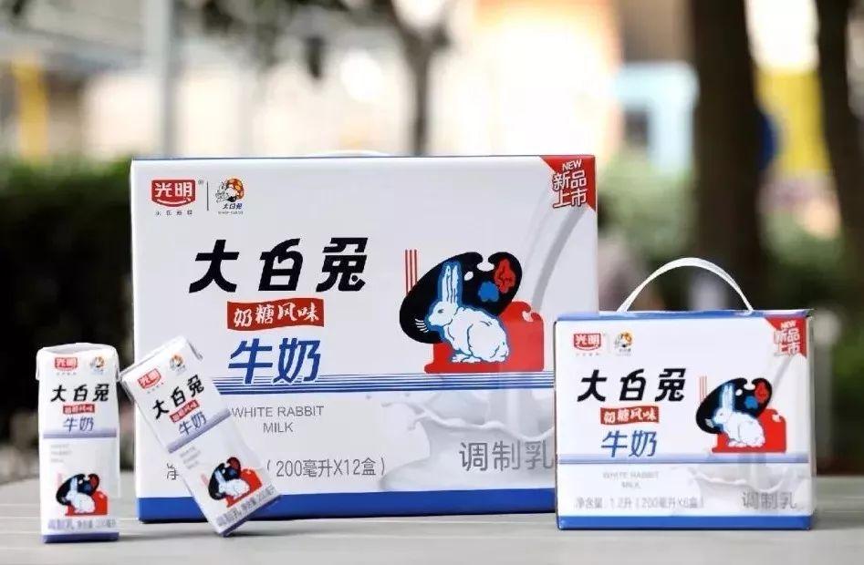 旺旺和大白兔的频繁跨界,是卖产品还是卖情怀?