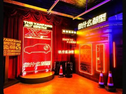 充满科幻感的艳芳照相馆 BMW X2和公路商店在广州造了一台时光机