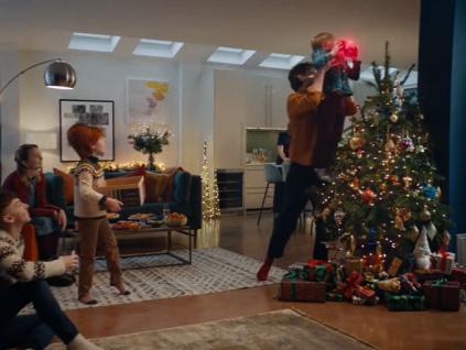 万众期待的 John Lewis 圣诞广告来啦!「善意 Kindness」与「爱 Love」为主旋律